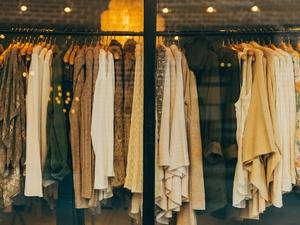 Фирменную одежду для детей и взрослых со скидками до 70% распродают в Нижнем Новгороде