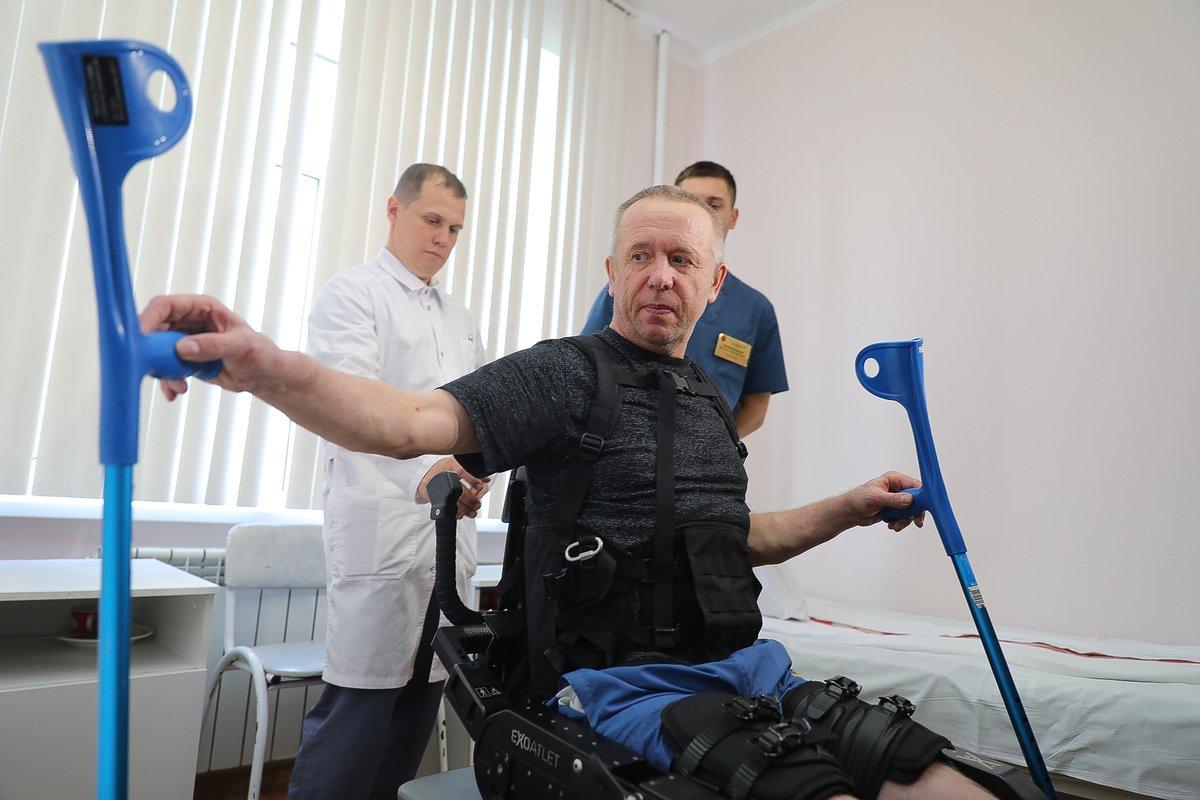 Пациенты нижегородский больницы примеряют экзоскелет для выздоровления - фото 1