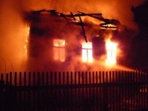 Три человека стали жертвами пожара в Павловском районе